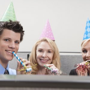 office-people-celebrating_SYIDl0rs-min